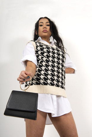 Black dogtooth knitted vest