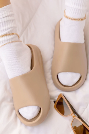 Beige Rubber Ribbed Sole Sliders