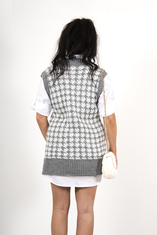 Grey dogtooth knitted vest