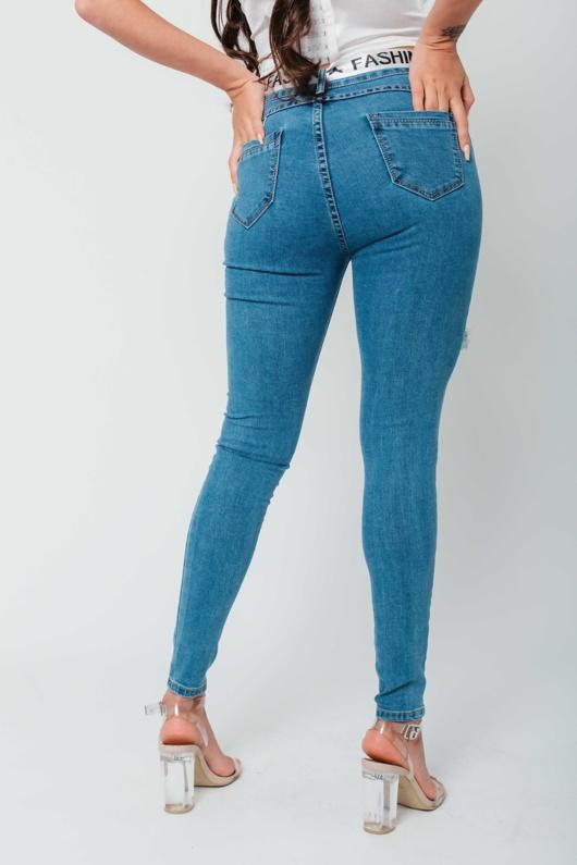 Arianna Ajtar Modelled Light Wash Skinny Distressed Jeans With Belt